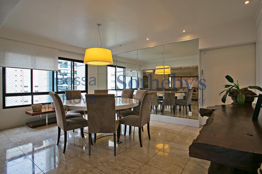 Apartamento impecável com vista para o parque Burle Marx.