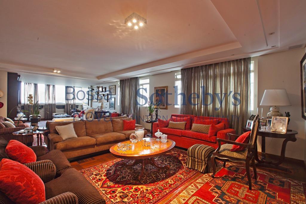 Apartamento amplo, reformado em prédio desejado e com 3 vagas