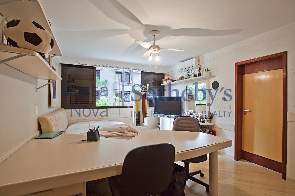 Apartamento em condomínio cobiçado próximo ao Clube Pinheiros.