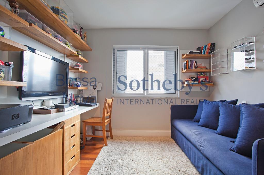 Apartamento com reforma contemporânea.