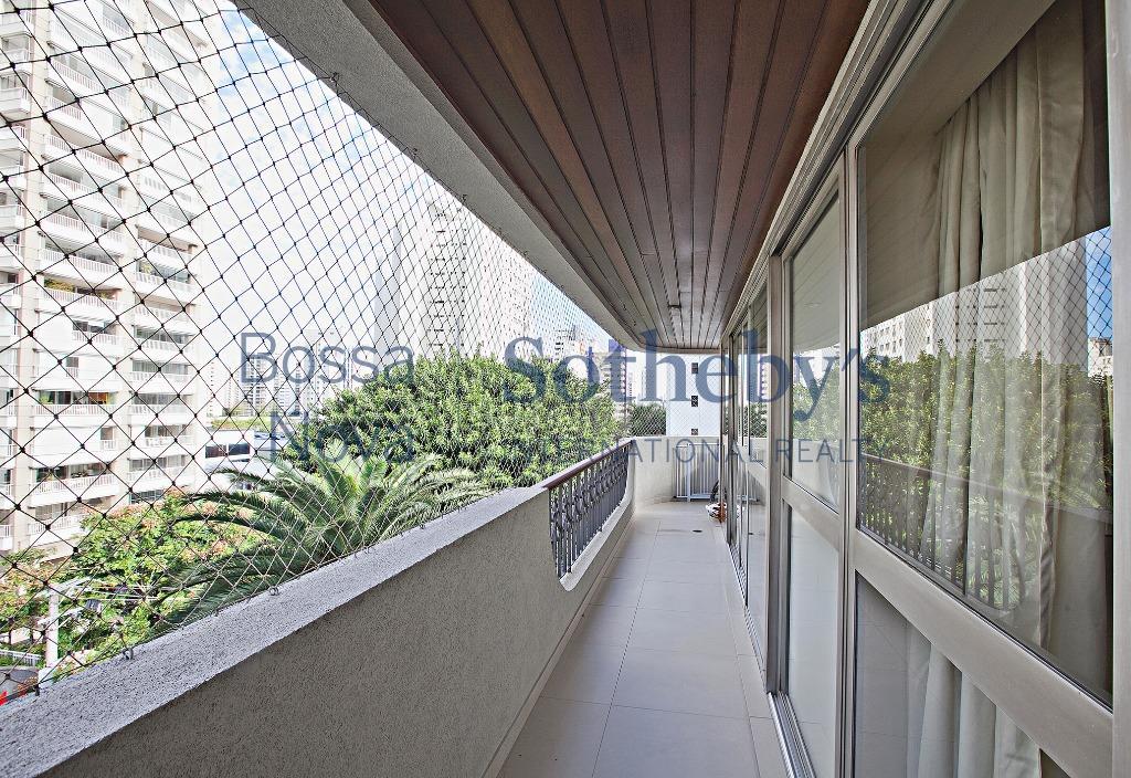 Apartamento bem localizado, ótima planta, prédio com piscina.