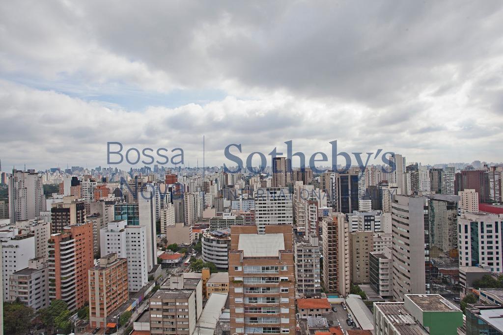 Cobertura em ótima localização com vista para o skyline de São Paulo