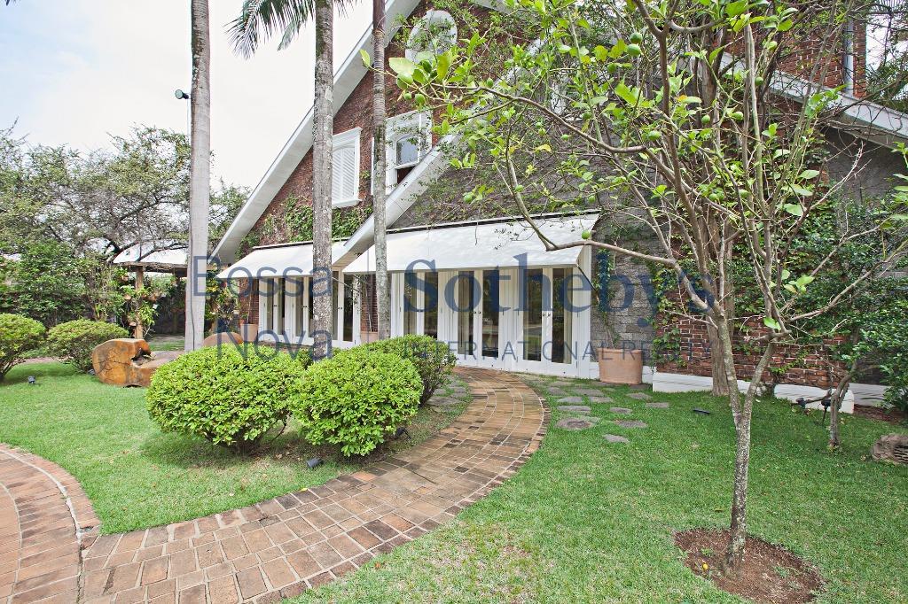 Elegante residência em Cidade Jardim.
