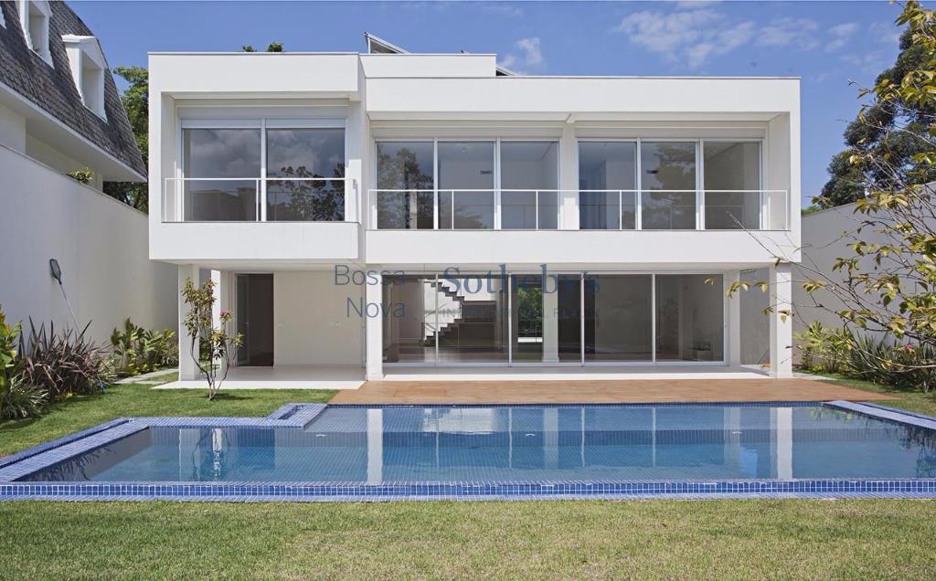 Casa nova com arquitetura moderna