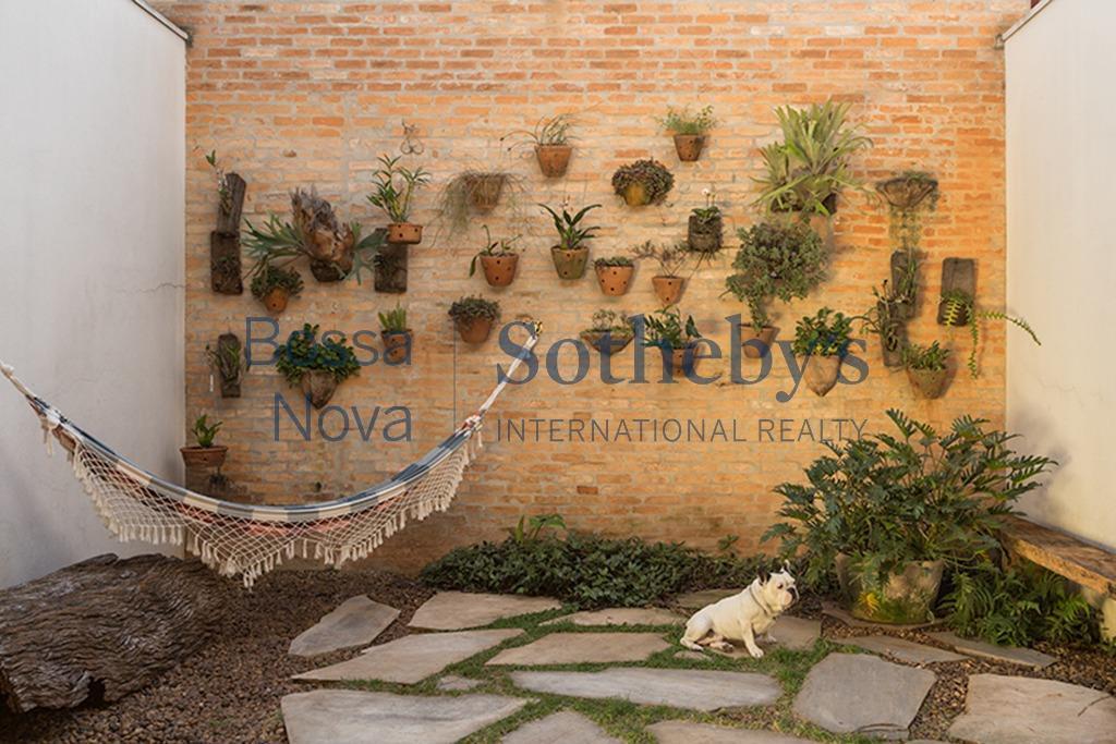 Casa reformada e moderna com solarium e jardim !!!! Super cool !