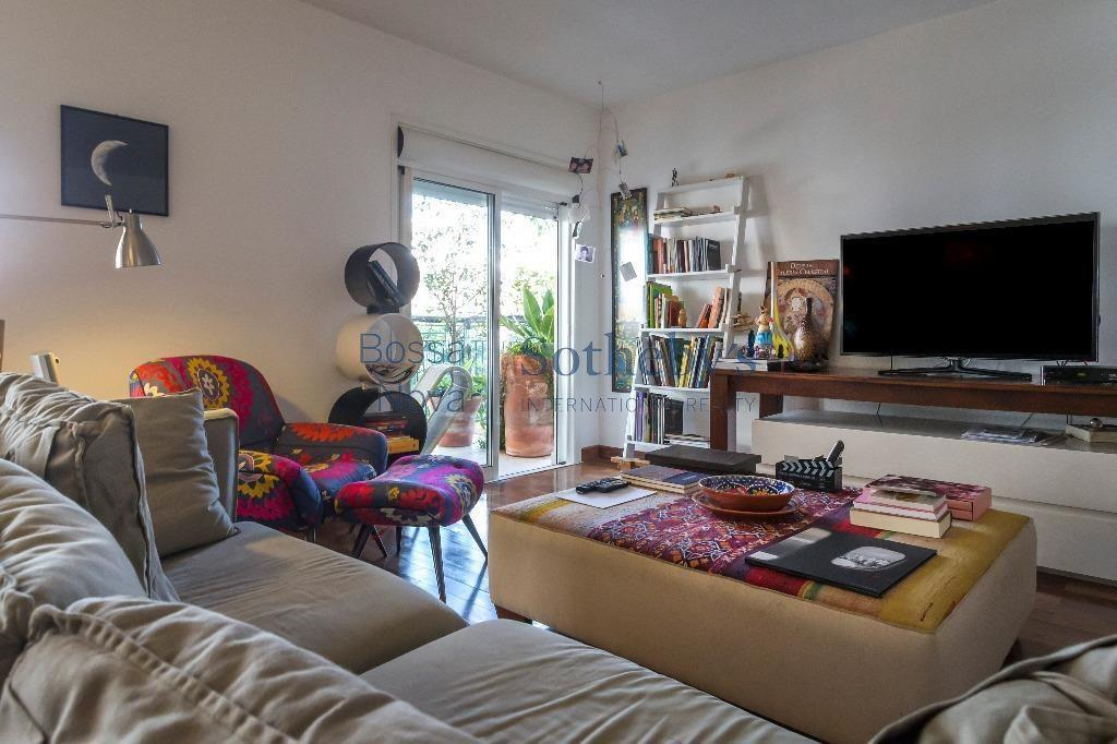 Apartamento reformado e moderno, com lazer completo, próximo ao parque do Ibirapuera