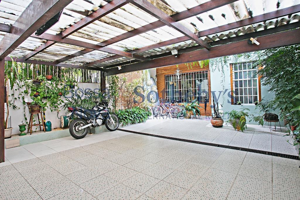 Casa ao lado da Praça Morungaba e Shopping Iguatemi, reformada e mobiliada.