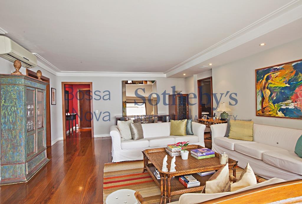 Apartamento com lazer completo e segurança especializada.