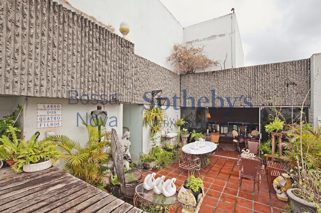 Linda cobertura duplex com piscina, sauna e jardim