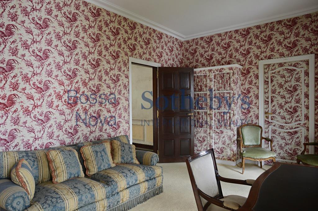 Casa  luxuosa em condomínio fechado