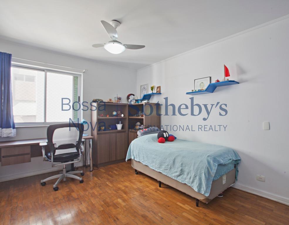 Apartamento reformado! Condomínio e IPTU com baixos valores!