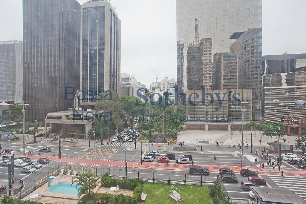 Oportunidade para reforma, em frente ao Shopping Cidade de São Paulo, com lazer .