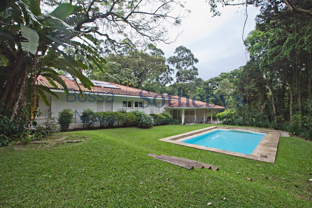 Deliciosa residencia em um dos melhores condomínios fechados da Capital.