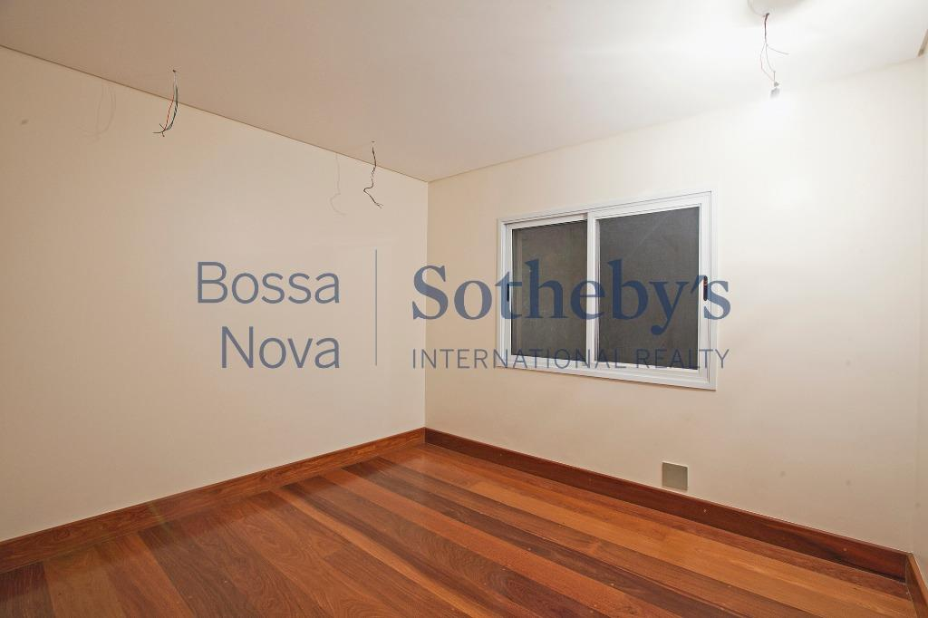 Casa nova em condomínio tranquilo