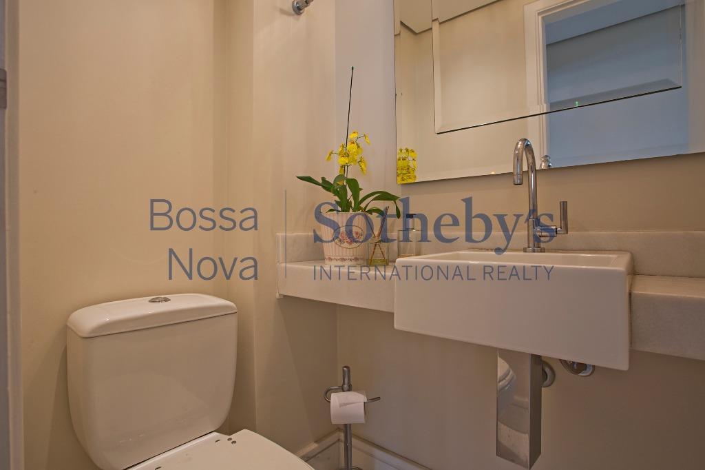 Apartamento claro, moderno ,prédio novo em Moema