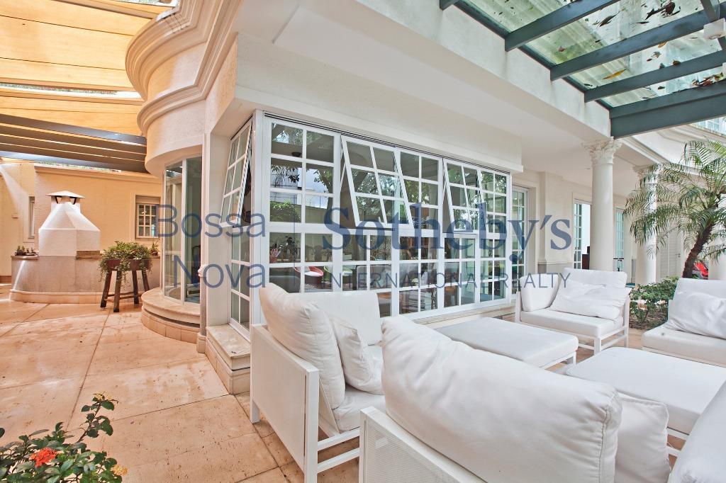 Casa em condomínio fechado, com Interiores assinado por Fernando Piva