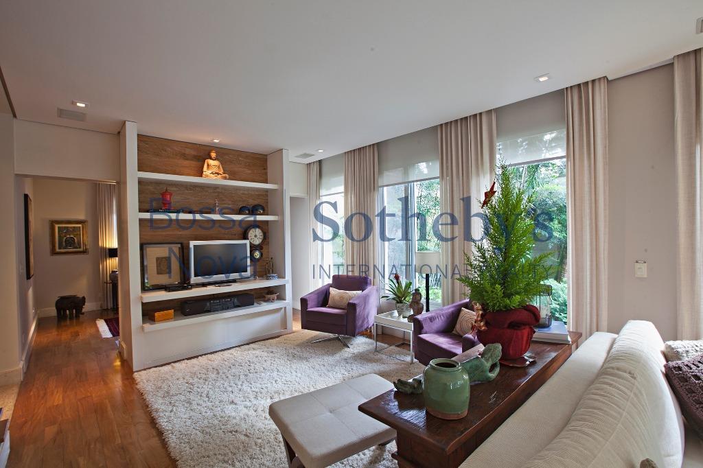 Casa sofisticada em condomínio