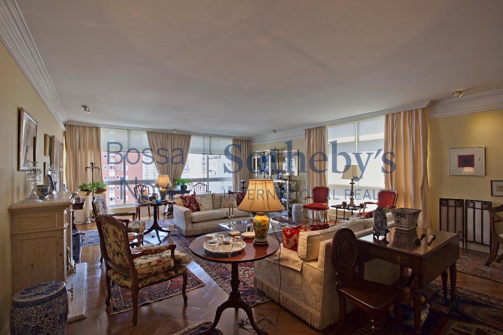 Apartamento clássico e chic no melhor ponto do Jardim América