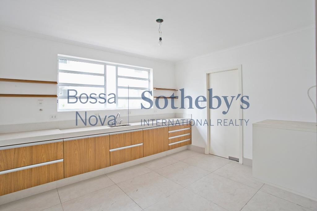 Apartamento reformado com vista para o verde
