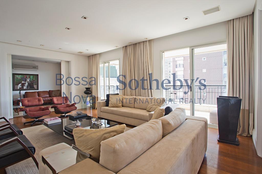 Belíssimo apartamento a cem metros do Ibirapuera.