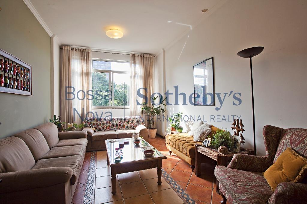 Apartamento com vista eterna para o Parque Trianon, ótima planta,janelões, pé direito altíssimo