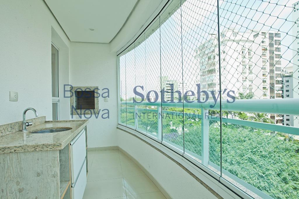 Apartamento moderno com terraço
