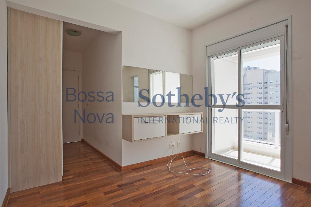Prédio moderno, apartamento iluminado e living com terraço. Próximo ao parque Ibirapuera.