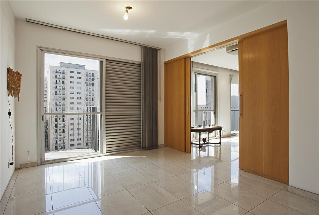 Apartamento com iluminação natural e localização top nos Jardins
