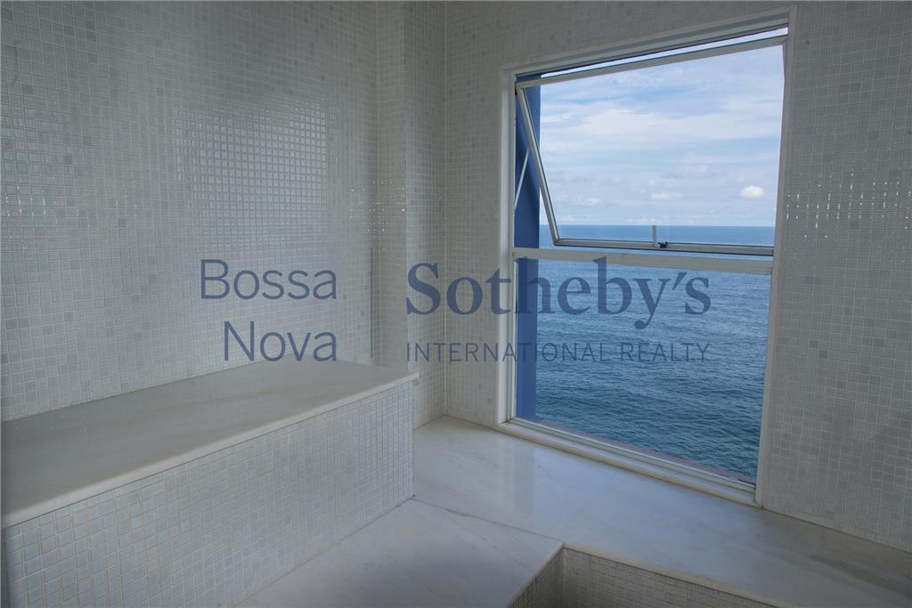 Vista livre debruçado para o mar com muito conforto e privacidade.