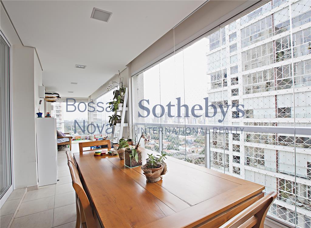 Apartamento à venda no Campo Belo com lazer e segurança.
