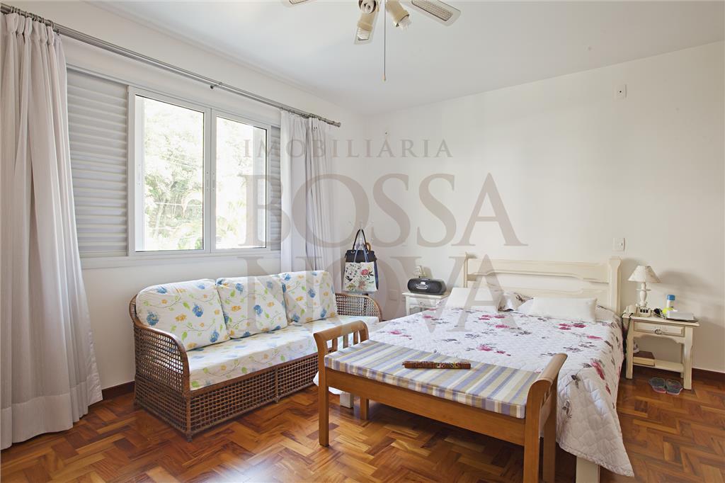 Casa reformada, compacta e muito agradável para morar.