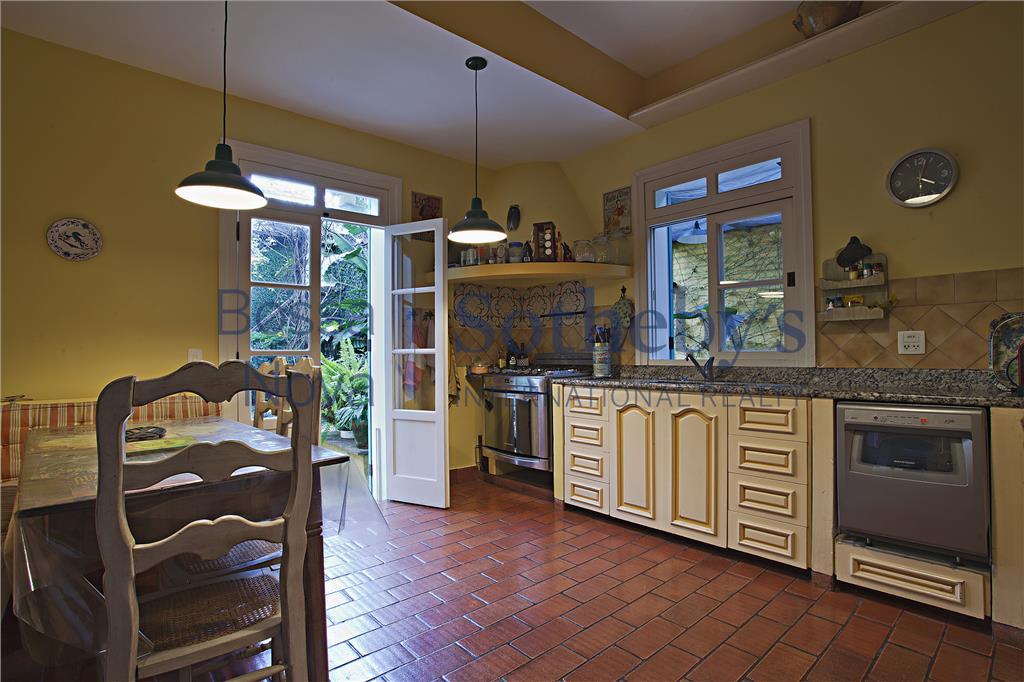 Estilo provençal com jardim encantador