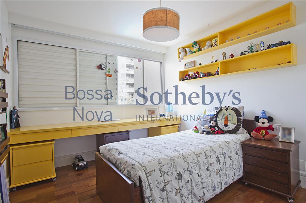 Apartamento impecável em localização nobre de Moema