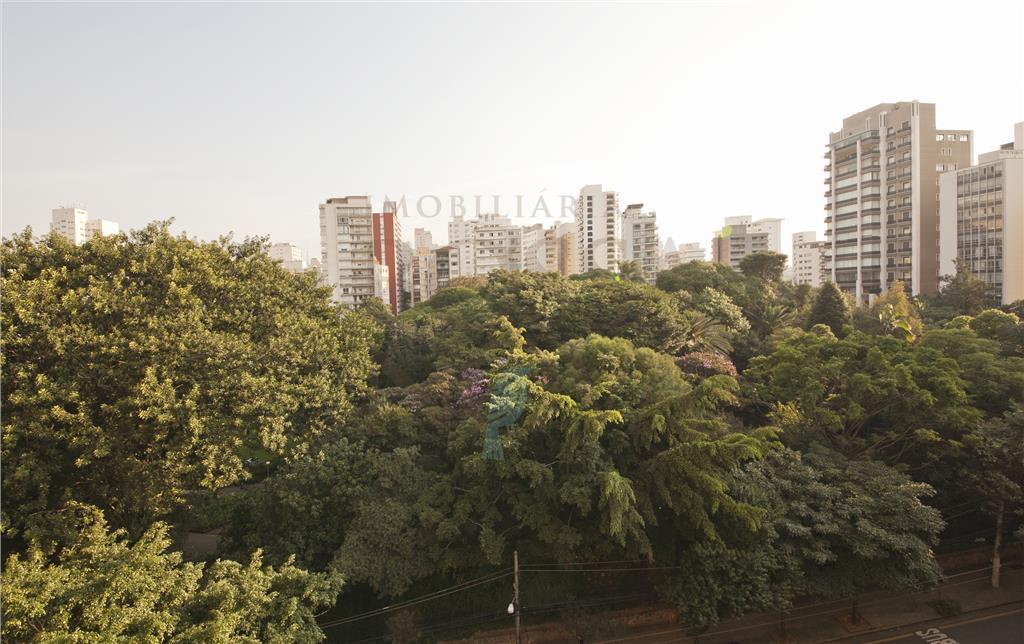 Diferenciado e sofisticado com vista para Praça Buenos Aires