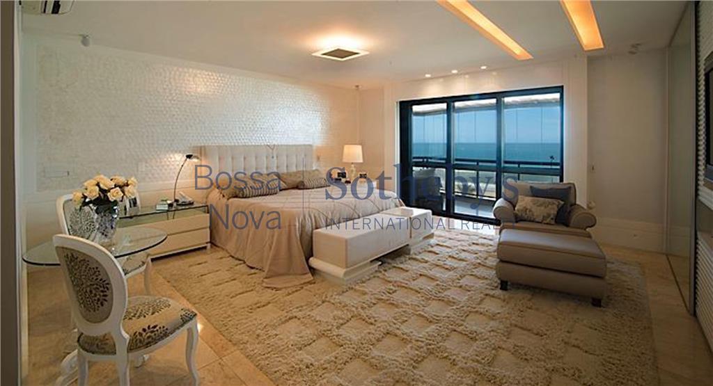 Luxuosíssimo apartamento frente mar.