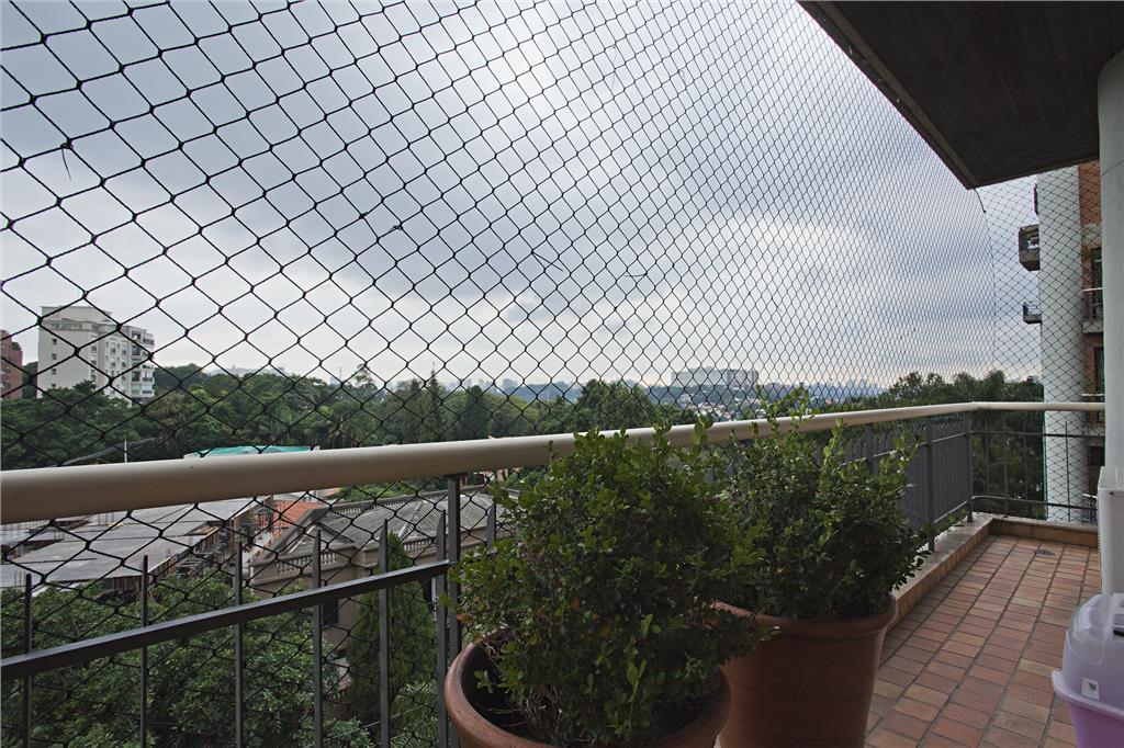 Apartamento em rua tranquila com vista para o verde