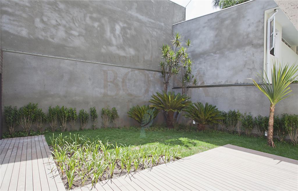Casa nova com jardim delicioso