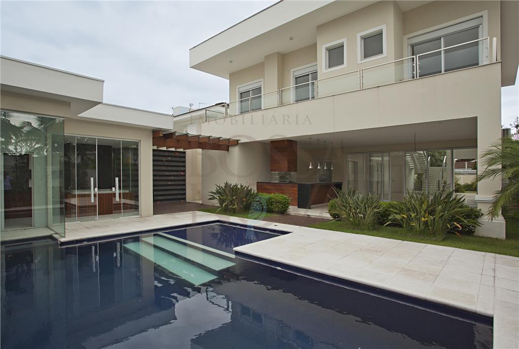 Casa nova em excelente localização
