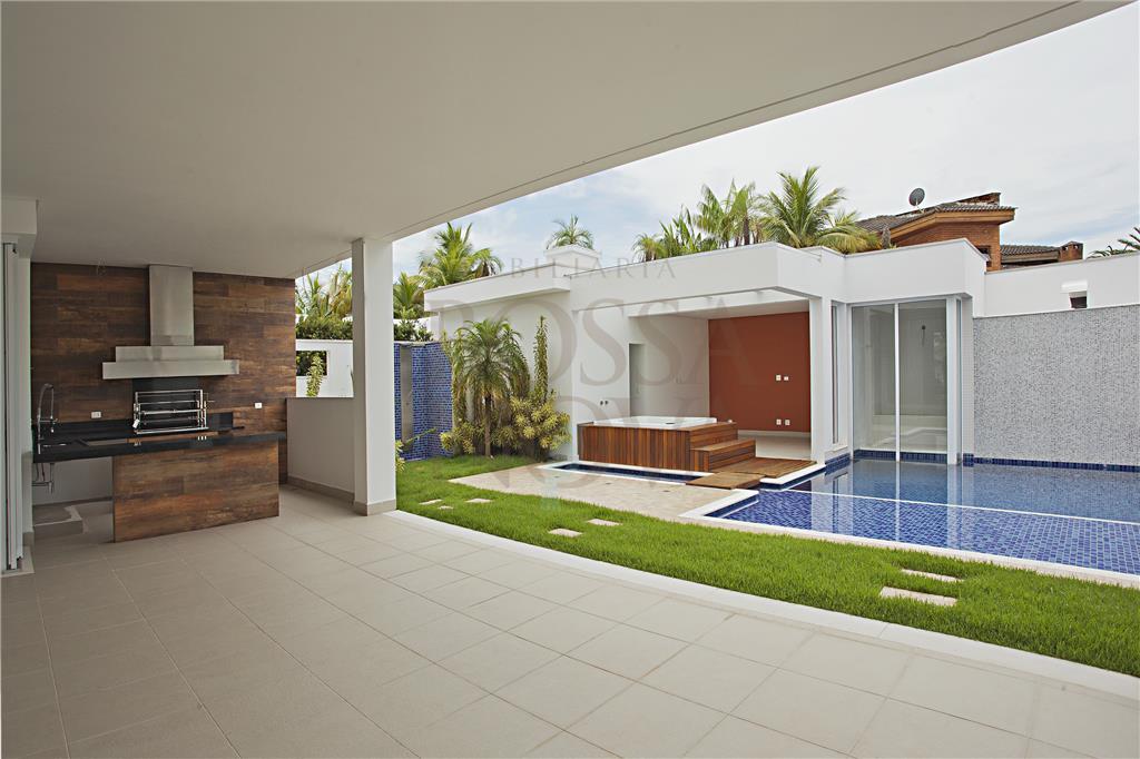 Belíssima casa de esquina com design contemporâneo