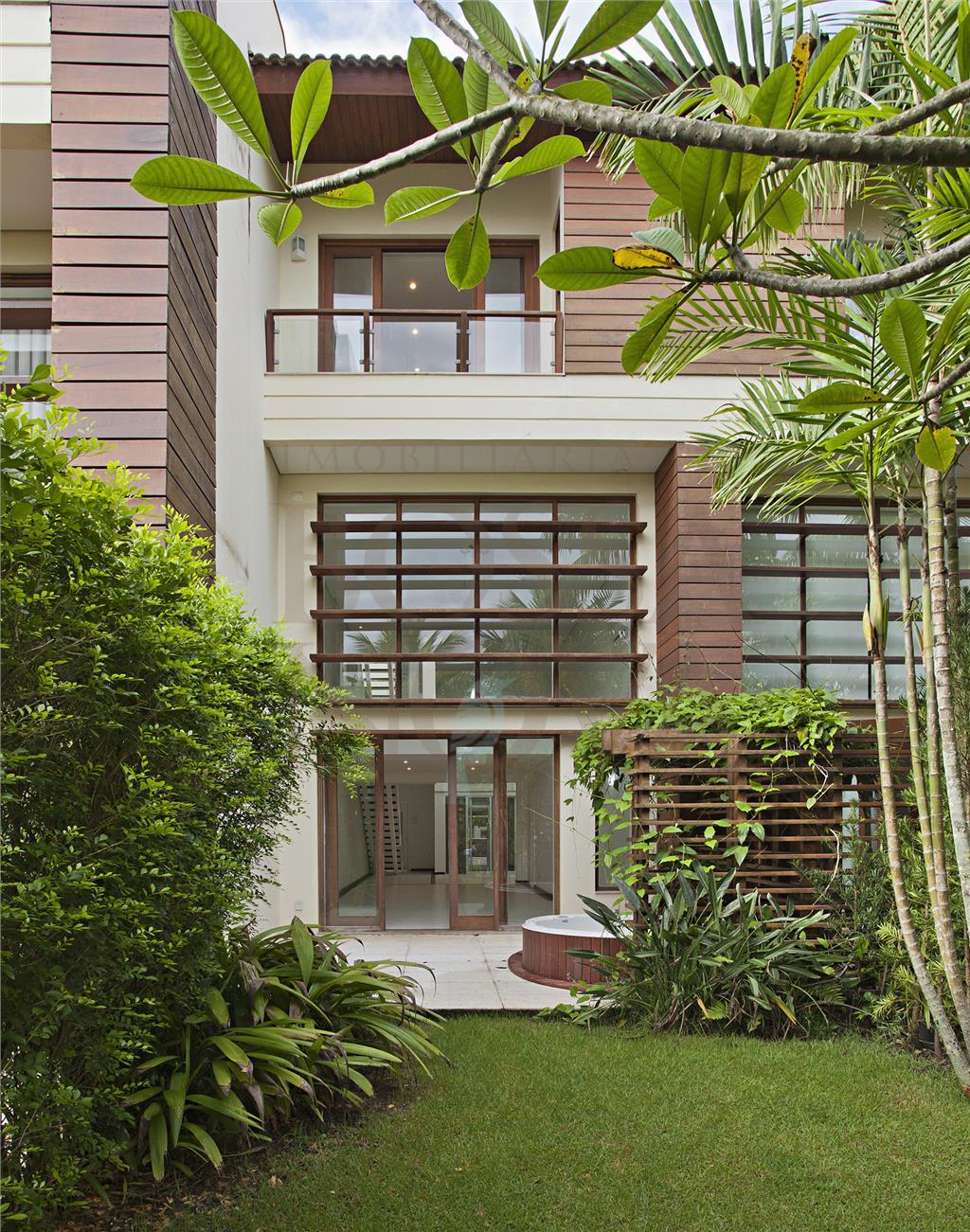 Casa em condomínio em ótima localização
