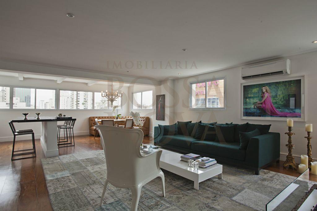 Apartamento duplex com vista urbana