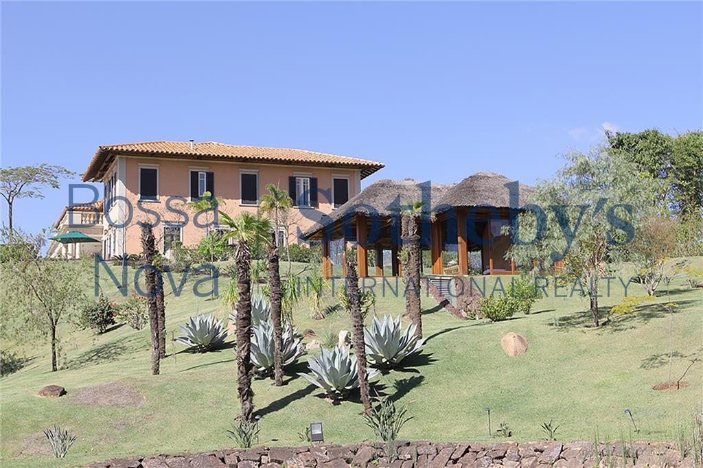 Casa extratordinária em condomínio com Campo de Golf