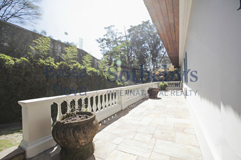 Mansão Colonial Brasileiro arquitetura Lindenberg com pomar.