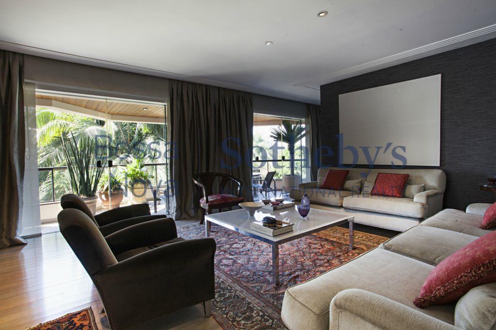 Apartamento com espaços amplos e linda vista .