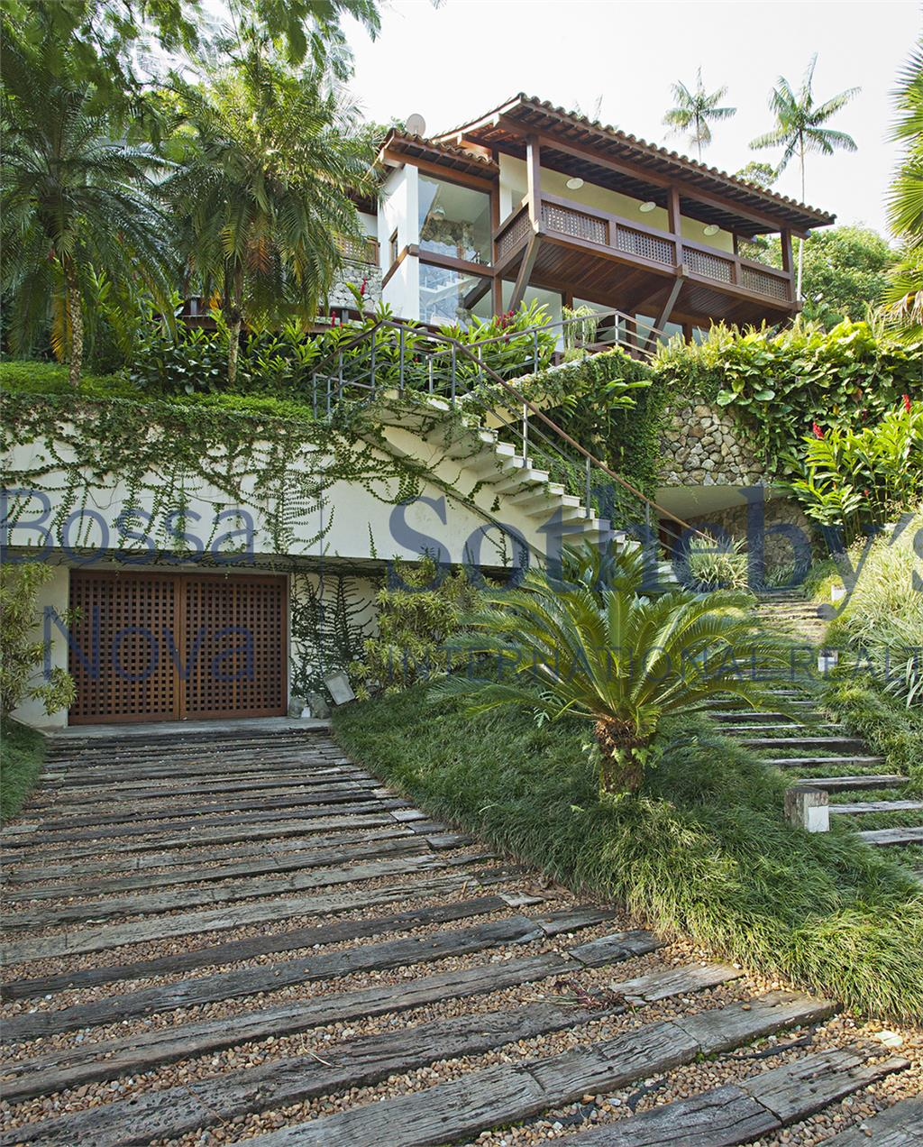 Incrível casa com localização espetacular.