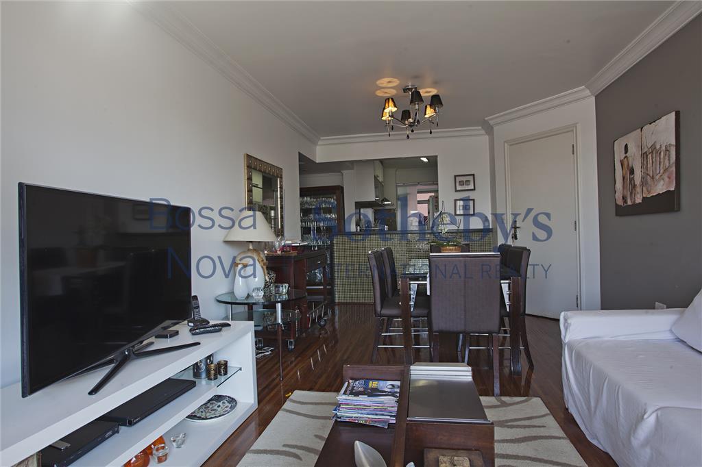 Apartamento com cozinha americana integrada a sala