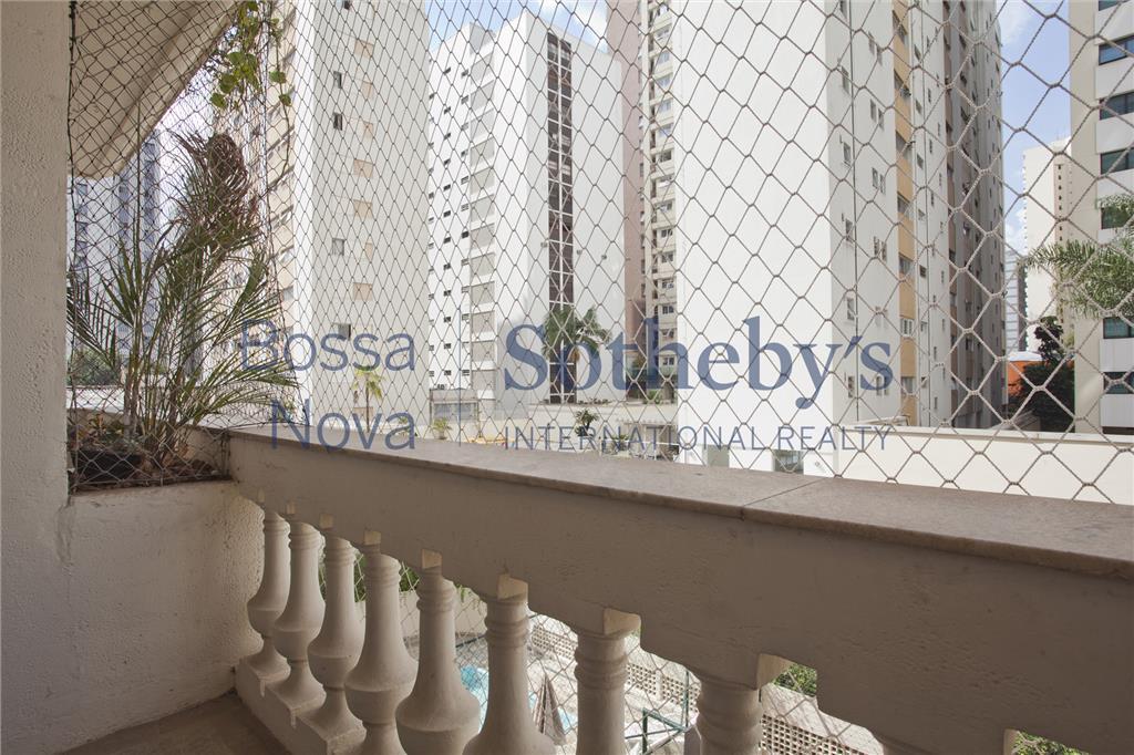 Ótimo apartamento em rua cobiçada dos Jardins