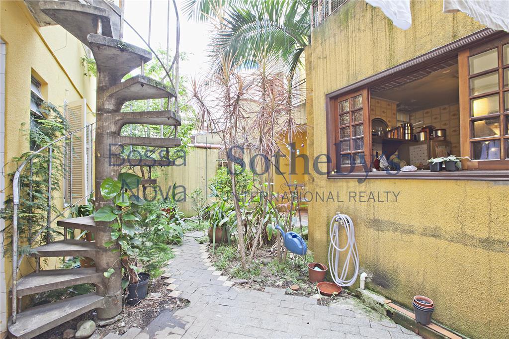Casa de vila com 2 vagas nos Jardins