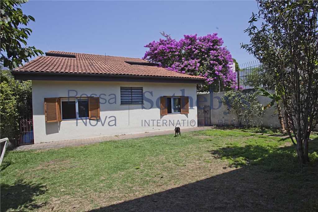 Casa em rua tranquila, arborizada. Alto de Pinheiros, próximo à escola Vera Cruz