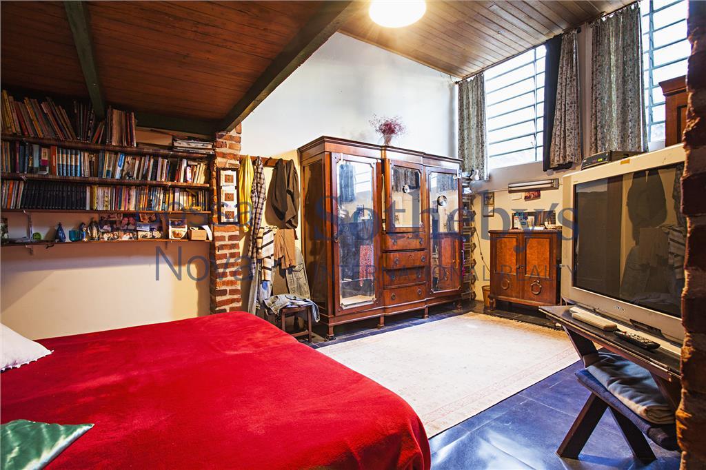 1000 m² - 2 galpões e quintal.
